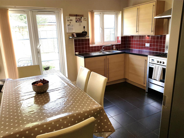 4 Bedrooms Detached House for sale in Stickleback Road, Calne